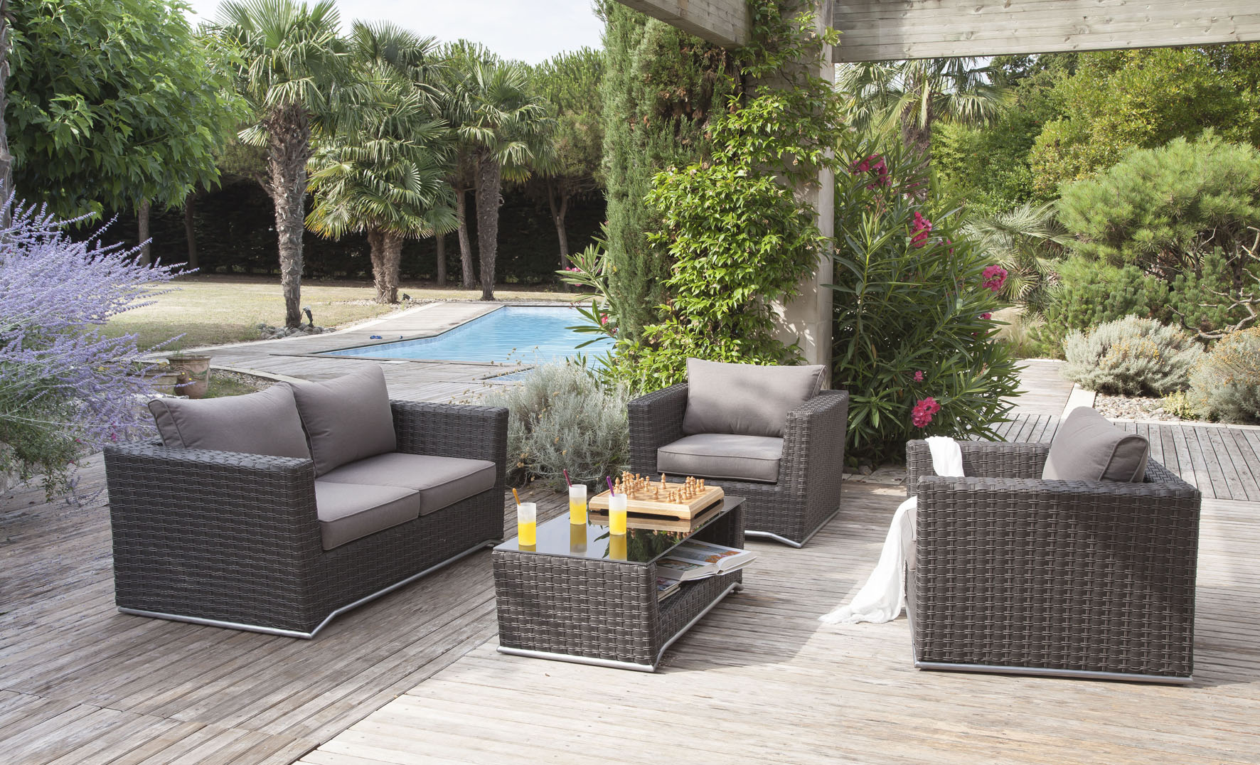 Outdoor la nouvelle collection proloisirs jacky la for Salon de jardin tek